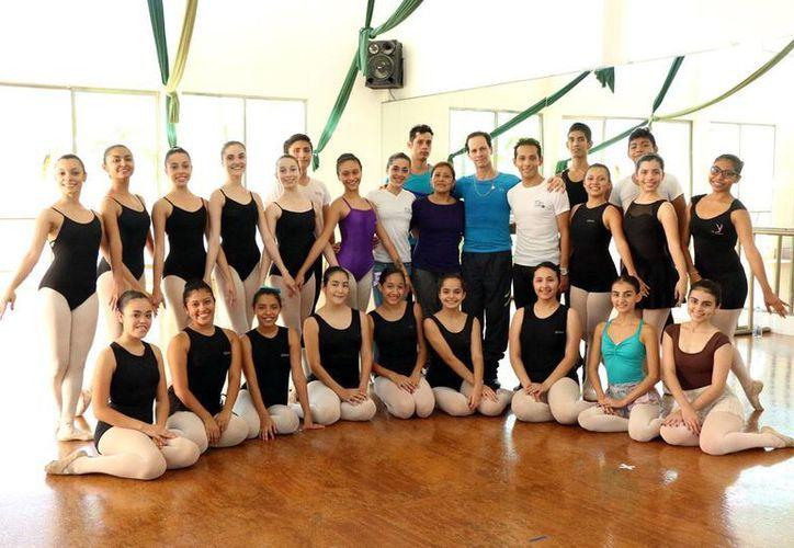 Veinte jóvenes tomaron un curso intensivo de ballet con Irma Morales y Jorge Vega. (José Acosta)