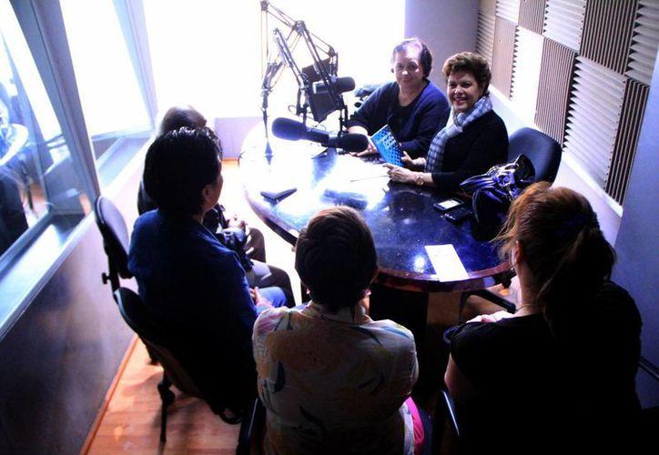 Alis García y Esperanza Nieto con sus invitadas. (Milenio Novedades)