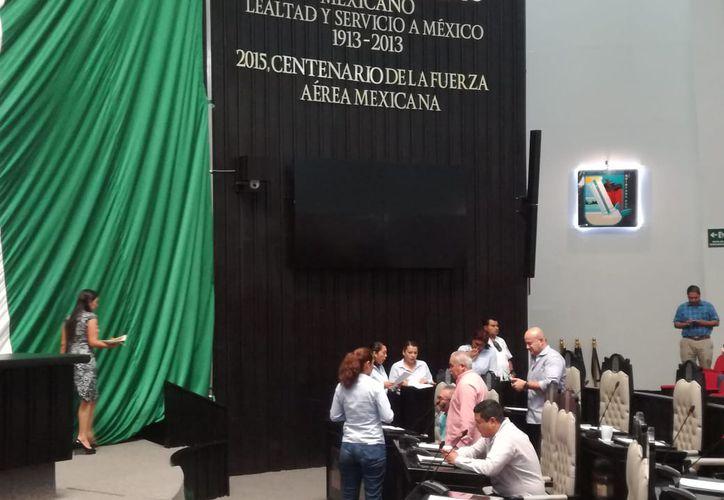La tormenta con la que amaneció Chetumal este miércoles dañó los sistemas de cómputo del Congreso del Estado de Quintana Roo. (Joel Zamora/SIPSE)