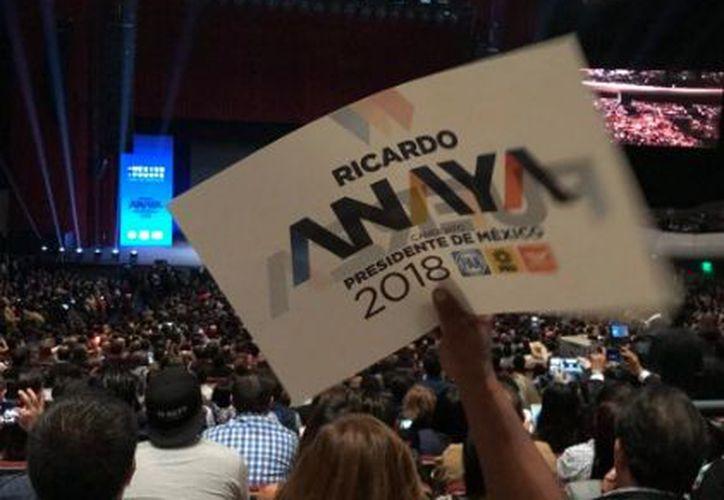 Recibieron a Ricardo Anaya para su toma de protesta en el Auditorio Nacional. (Twitter: PAN)