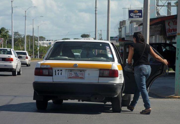 La facilitación de información de cada uno de los mil 800 operadores que integran el gremio taxista genera un entorno de seguridad general, tanto para la población como para los operadores. (Enrique Mena/SIPSE)