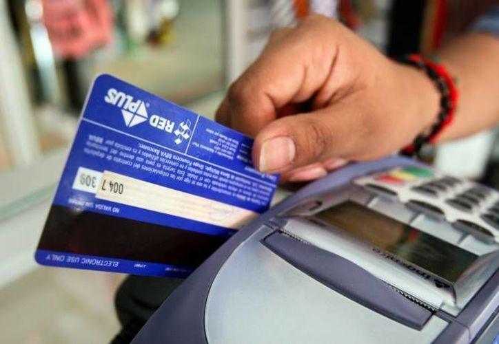 En México, el 67.9 por ciento del comercio minorista mexicano ha incorporado ya las tarjetas como medio de pago aceptado. (Archivo SIPSE)