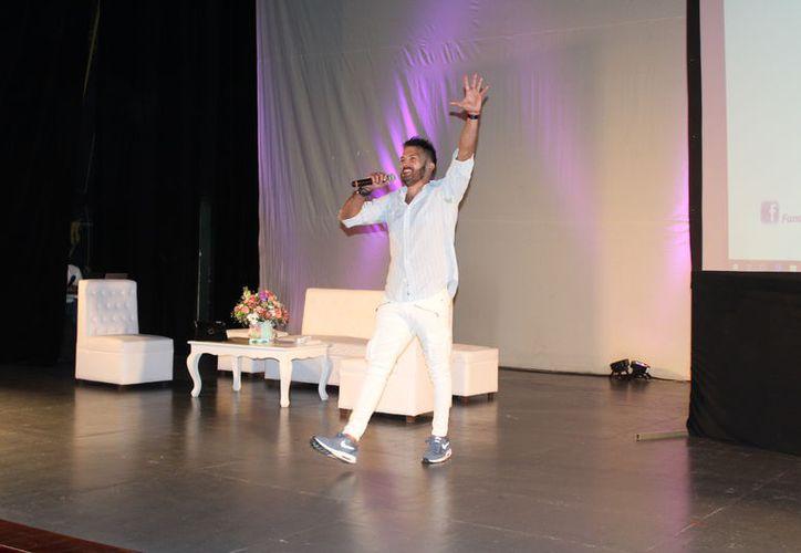 Esta es la segunda ocasión en que el actor y conferencista acude a Chetumal para hablar sobre la enfermedad que sufre. (Joel Zamora/SIPSE)