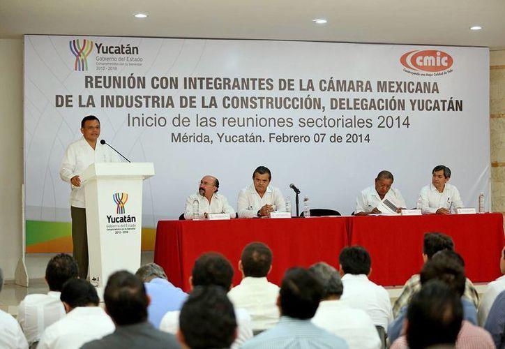 Al hacer un balance de lo realizado en 2013, Zapata Bello explicó a los socios de la CMIC Yucatán que el presupuesto ejecutado el año pasado superó en un 72.5 por ciento al de 2012. (Cortesía)