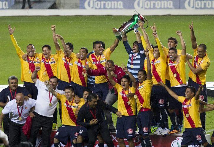 Monarcas Morelia campeón de la Copa MX, tras empatar 3-3 en tiempo regular con Atlas y luego de ganarle 3-1 en la serie de penaltis. (Notimex)