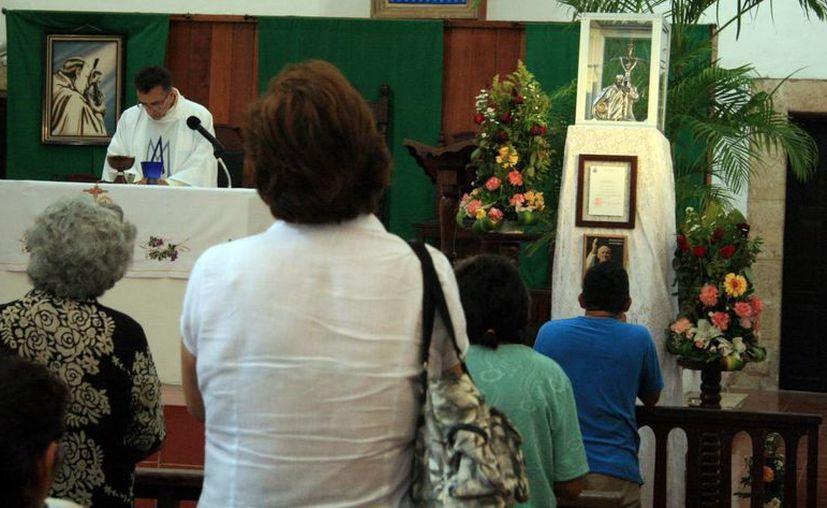 Las reliquias de San Juan Pablo II (arriba, a la derecha) serán devueltas a Campeche. Se anunció que Padres salvatorianos se van de Monjas. (Milenio Novedades)