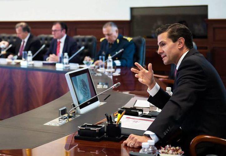 Peña Nieto se reunió este miércoles con los miembros de su gabinete para revisar las previsiones económicas para este año y el 2017. (Notimex)