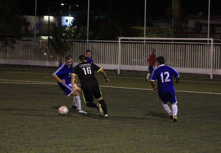 Servicio Chetumal doblegó 2-0 a Bacalar y Congreso del estado logra el punto extra, tras igualar 3-3 con Osos Grises. (Miguel Maldonado/SIPSE)