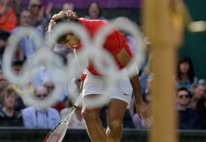 El tenista Roger Federer anunció que no jugará más durante 2016, por lo que tampoco asistirá a los Juegos Olímpicos de Río. La imagen es de 2012. (Archivo/AP)