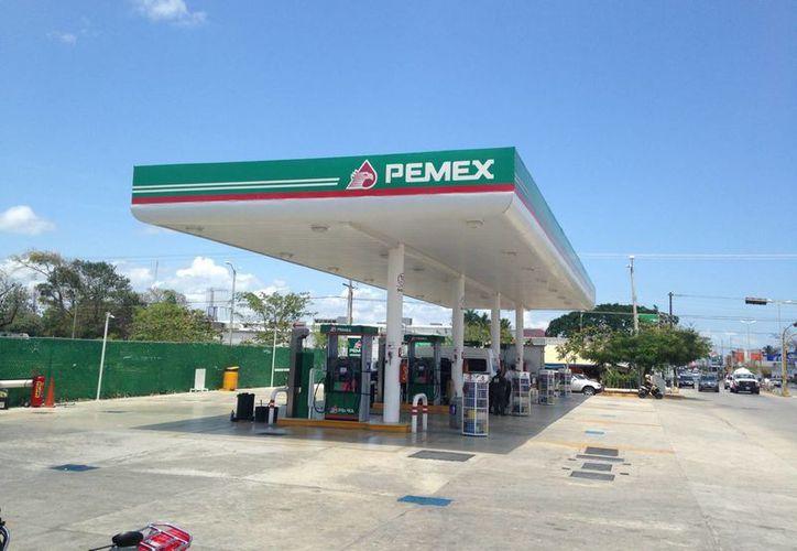 En Playa del Carmen vendieron el combustible en; 12.77 pesos el litro de magna, 13.45 pesos la gasolina Premium y 13.28 centavos el diésel. (Luis Ballesteros/SIPSE)