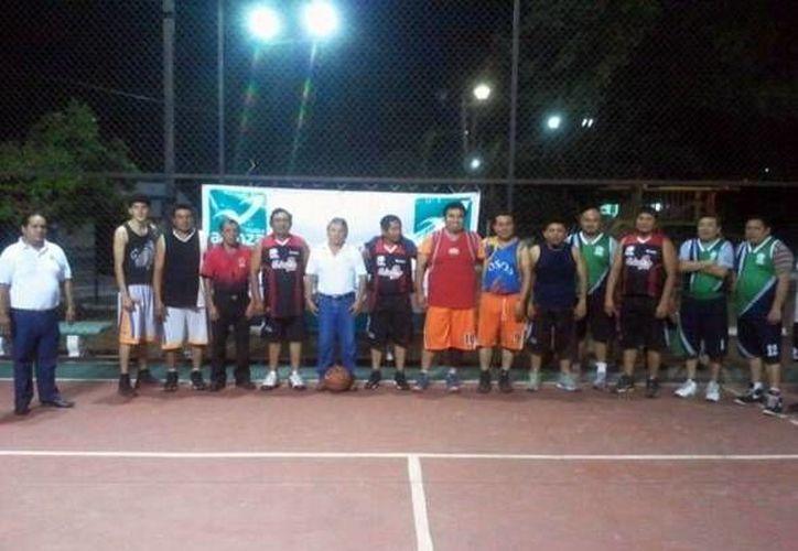 Se enfrentan basquetbolistas tizimileños en pro de la activación física. (Milenio Novedades)