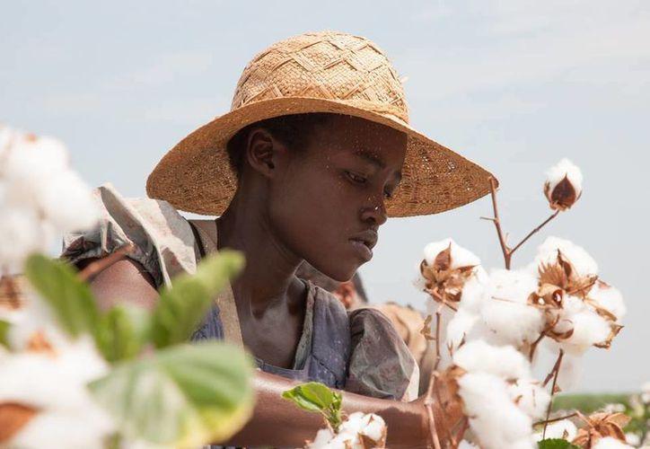 La cinta más nominada a los Spirit es 12 Years a Slave, con siete candidaturas, incuyendo a Lupita Nyong'o por mejor actriz de reparto. (Facebook/12 Years a Slave)