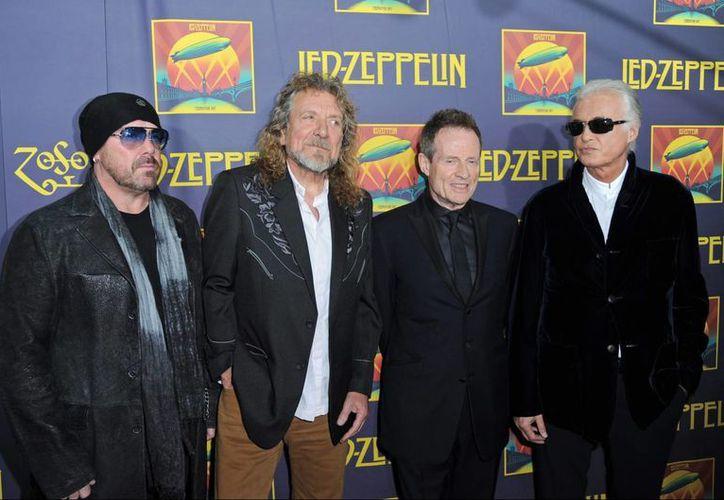 De izquierda a derecha, los fundadores de la banda británica Led Zeppelin: Jimmy Page, John Paul Jones, Robert Plant y Jason Bonham, hijo del fallecido baterista, John Bonham. (EFE/Archivo)