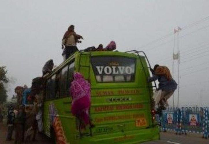 Al menos 23 personas resultaron heridas por la caída de un cable eléctrico sobre un autobús. (elintransigente.com)
