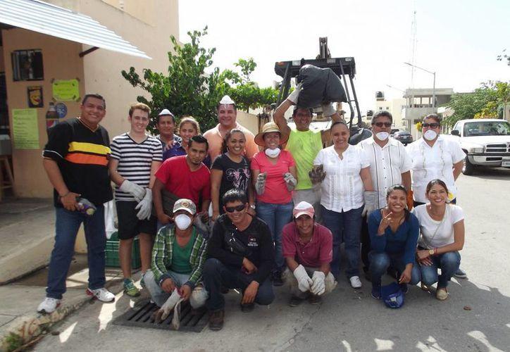 El gobierno electo, encabezado por Cristina Torres Gómez, ofreció ayuda en algunas colonias de Playa del Carmen. (Adrián Barreto/SIPSE)