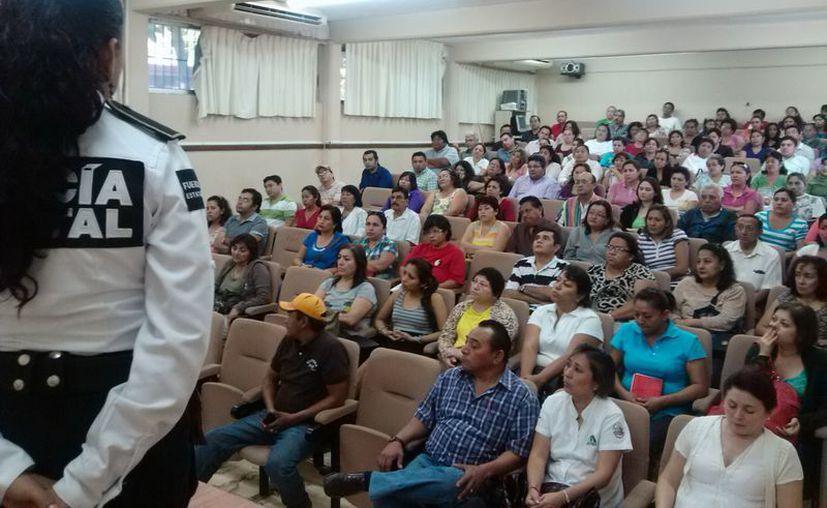 El grupo Escudo aborda temas como adicciones, pandillerismo, primeros auxilios y sexualidad. (SIPSE)