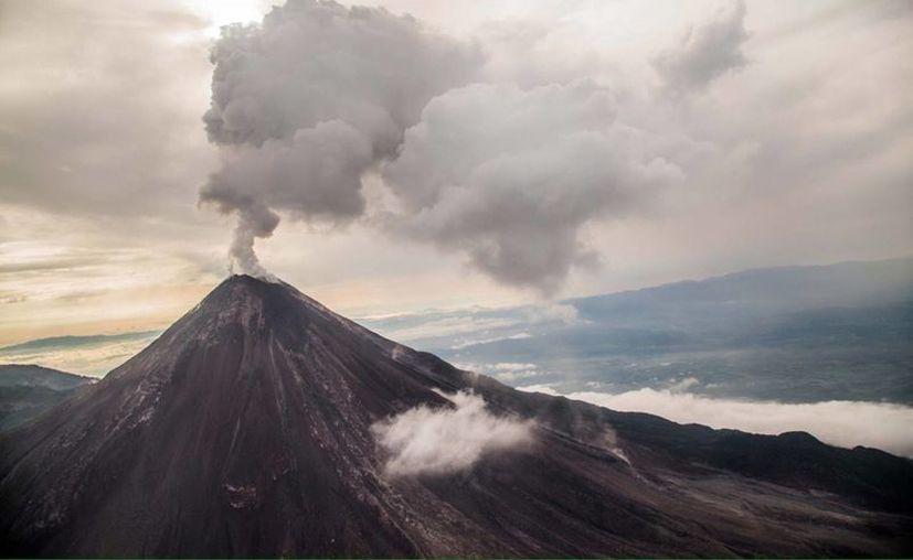El director general de la Unidad Estatal de Protección Civil y Bomberos de Jalisco (Uepcbj), Trinidad López Rivas, expresó hoy que el Volcán El Colima permanece en constante actividad. (Notimex)