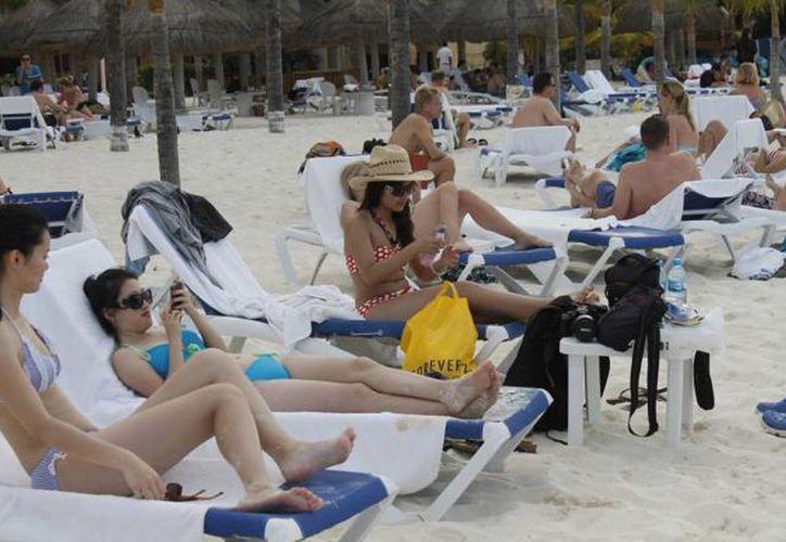 Estos turistas de lujo están dispuestos a pagar de 500 a dos mil dólares la noche por persona en una habitación exclusiva. (Israel Leal/SIPSE)