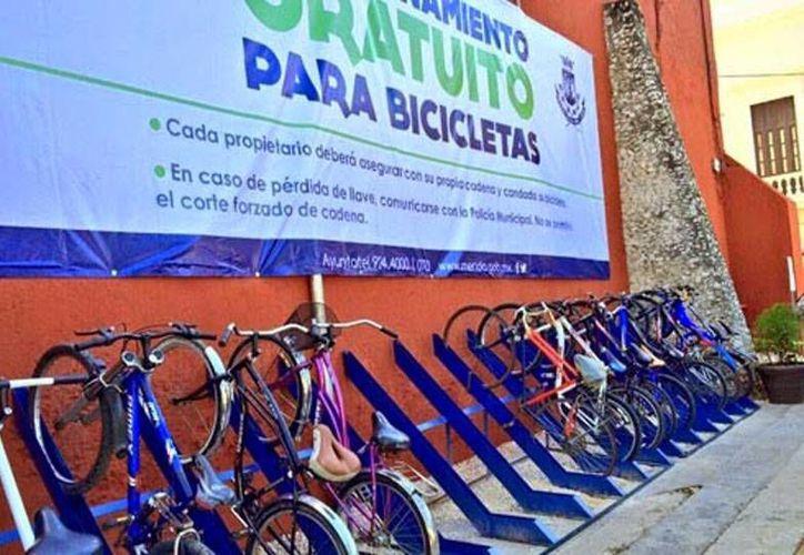 El Ayuntamiento de Mérida autorizó a una empresa para instalar 150 bicipuertos en diferentes zonas de la ciudad. La imagen es del que funciona en el Centro de Mérida, y está utilizada solo con fines ilustrativos. (Milenio Novedades)