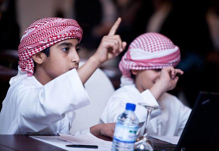 Una familia emiratí típica puede gasta alrededor de medio millón de dólares en la educación de dos hijos. (uae.panda.org)