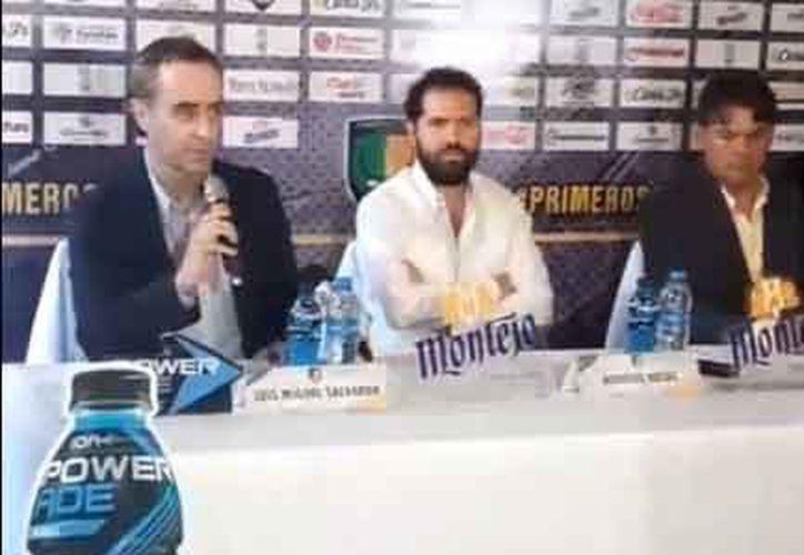 Luis Miguel Salvador, al micrófono, viene de tener una gran época con Rayados de Monterrey.