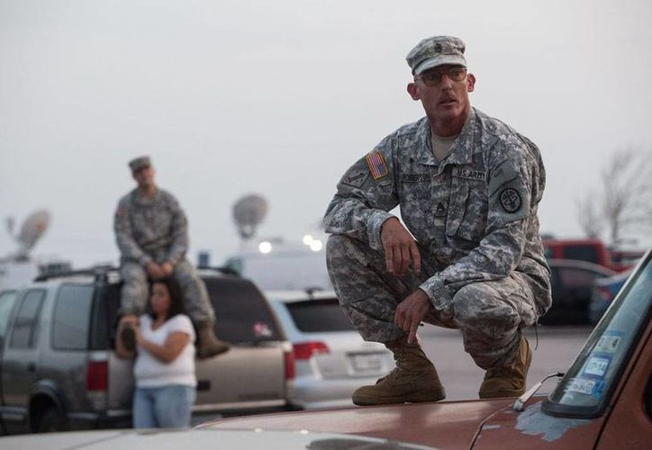 Militares montaron vigilancia extrema las afueras de la base en Fort Hood, Texas, tras el tiroteo en el que murieron al menos 4 soldados. (Agencias)
