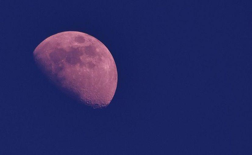 Calculan que el momento cúspide del eclipse se dará a las 10:13 de la noche. (Gustavo Villegas/SIPSE)