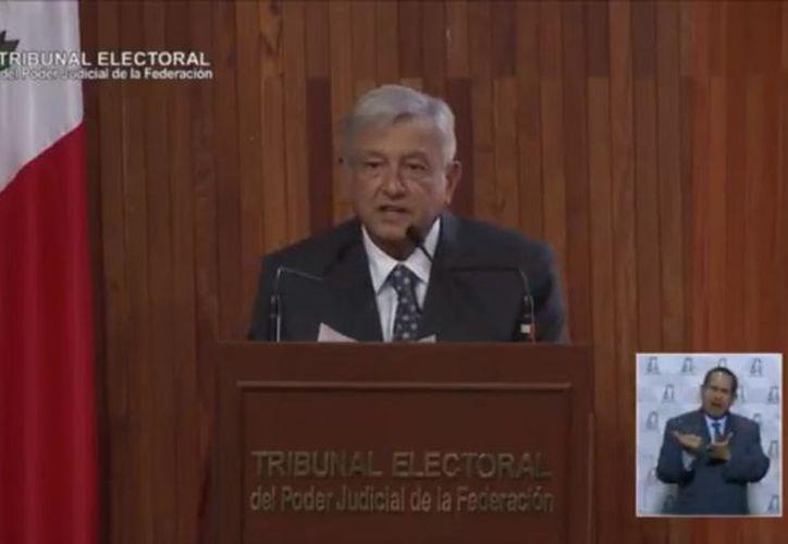 Andrés Manuel López Obrador recibió esta tarde la constancia de mayoría que lo acredita como presidente electo de México. (Impresión de pantalla)