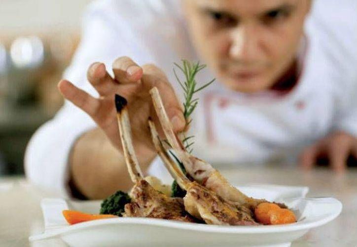 Los asistentes difrutaron de los mejores platillos hechos por chefs mexicanos. (Redacción/SIPSE)
