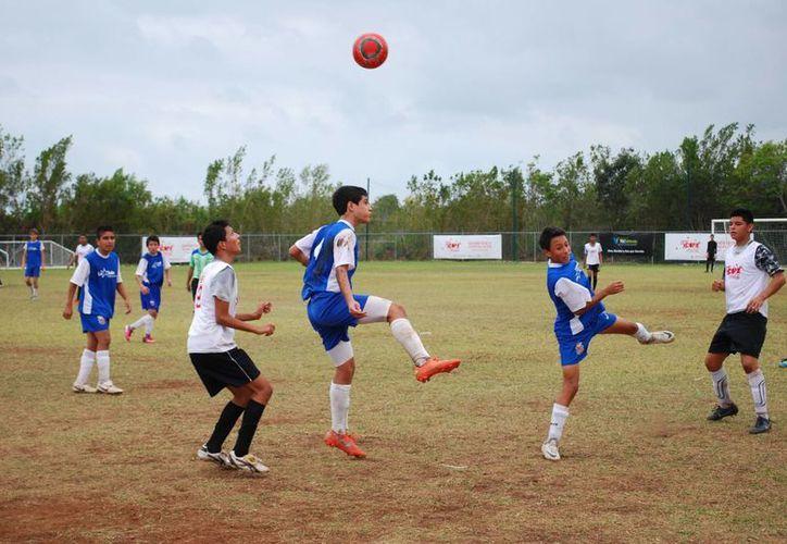 En el torneo hubo lluvia de goles al cerrar la jornada. (Tomás Álvarez/SIPSE)