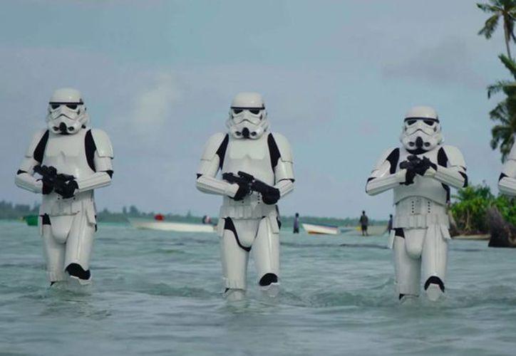 Escena de Rogue One, un film derivado de Star Wars y en el que actúa el mexicano Diego Luna. (Foto tomada de theverge.com)