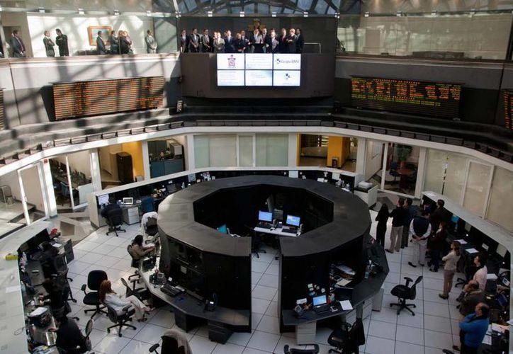 Los estudiantes buscarán lograr el apreciamiento del capital en la Bolsa. (Archivo/Notimex)