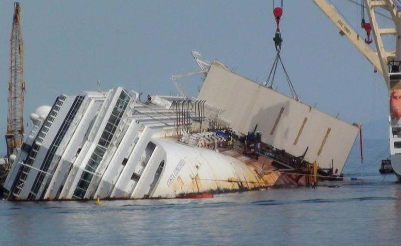 En la noche del 13 de enero, el crucero encalló a pocos metros del Giglio tras haber chocado contra un escollo. (EFE)
