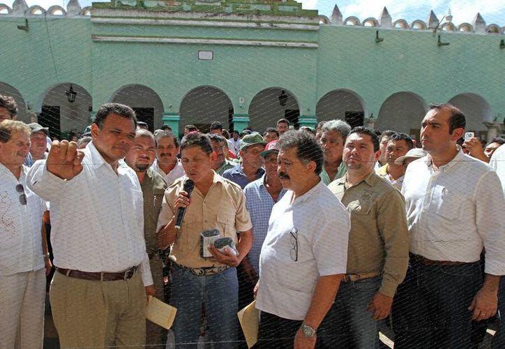 Ayer el gobernador Rolando Zapata Bello realizó una gira por el sur del estado. (Cortesía)