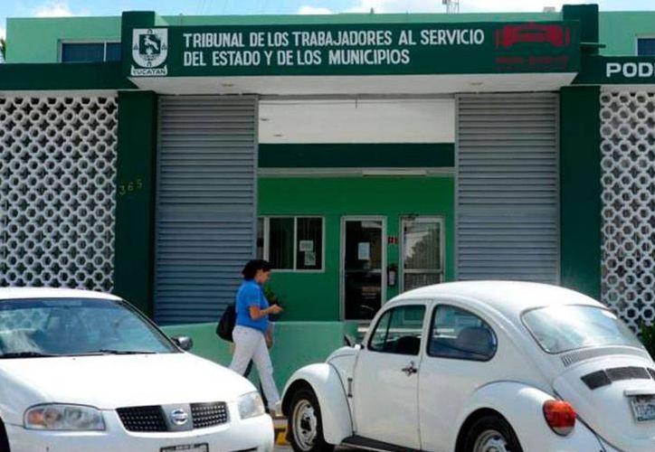 El Tribunal de los Trabajadores al Servicio del Estado y de los Municipios de Yucatán reportó que ha recibido al menos 50 denuncias de ex empleados despedidos. (Milenio Novedades)