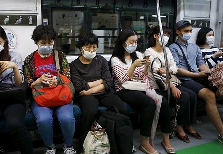 El Síndrome Respiratorio por Coronavirus de Oriente Medio se ha convertido en una amenaza para a salud mundial, ya que no tiene cura y se ha extendidos hasta el continente asiático. Imagen de contexto.(Reuters)