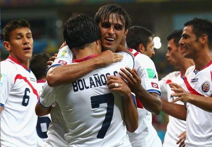 Costa Rica superó la fase de grupos en el llamado 'grupo de la muerte' como primer lugar. (Facebook)