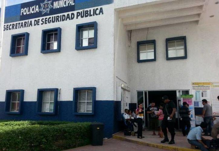 La mujer y sus hijos pidieron el apoyo de los elementos de la Secretaría de Seguridad Pública. (Redacción/SIPSE)