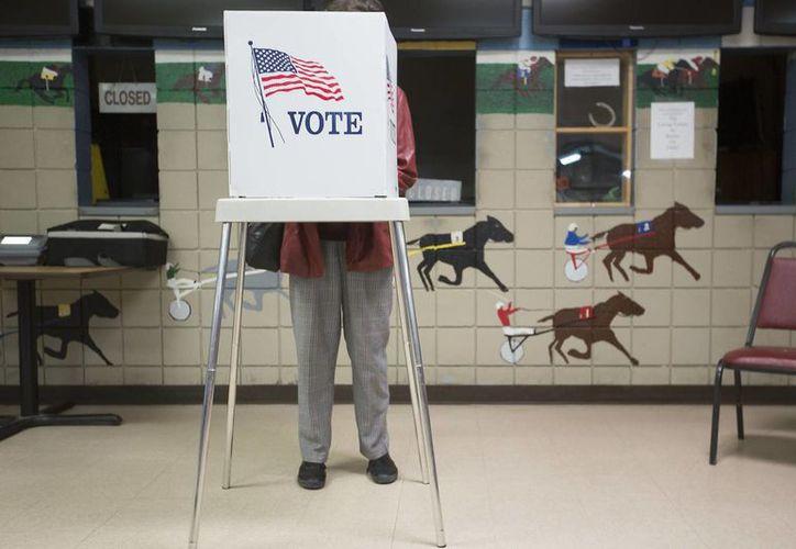 Además de la presidencia, los estadounidenses elegirán a 34 de los 50 senadores y la totalidad de los 435 escaños de la Cámara de Representantes. (AP/Ryan Hermens)