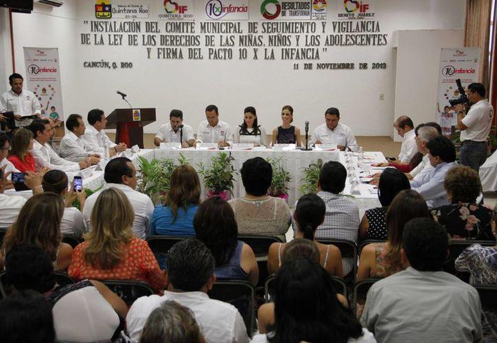 """Firma de ratificación del programa """"10 X la Infancia"""" entre el DIF y Unicef. (Tomás Álvarez/SIPSE)"""