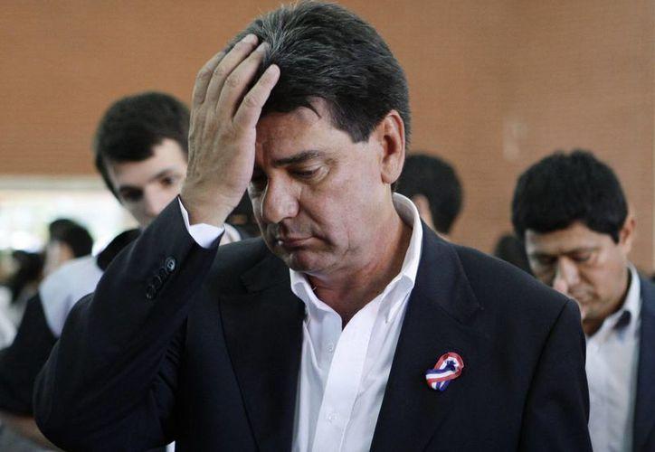 El candidato presidencial Efraín Alegre hace un gesto después de votar en las elecciones en Asunción, Paraguay. (Agencias)