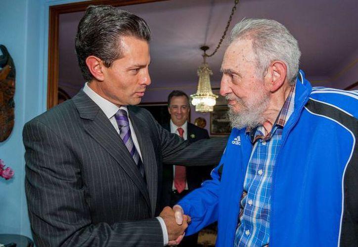 Imagen de archivo de la reunión que mantuvo el presidente Peña Nieto con Fidel Castro en enero de 2014. (Presidencia)