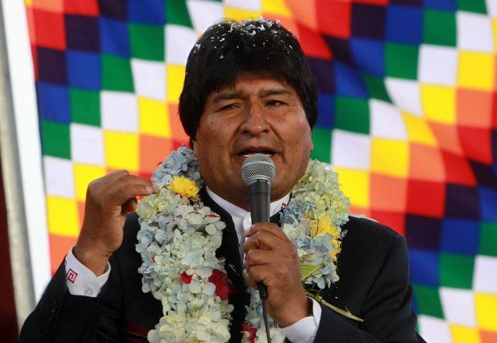 El presidente de Bolivia, Evo Morales, habla durante la inauguración de una escuela el lunes 30 de marzo de 2015, en La Paz, Bolivia. (EFE)