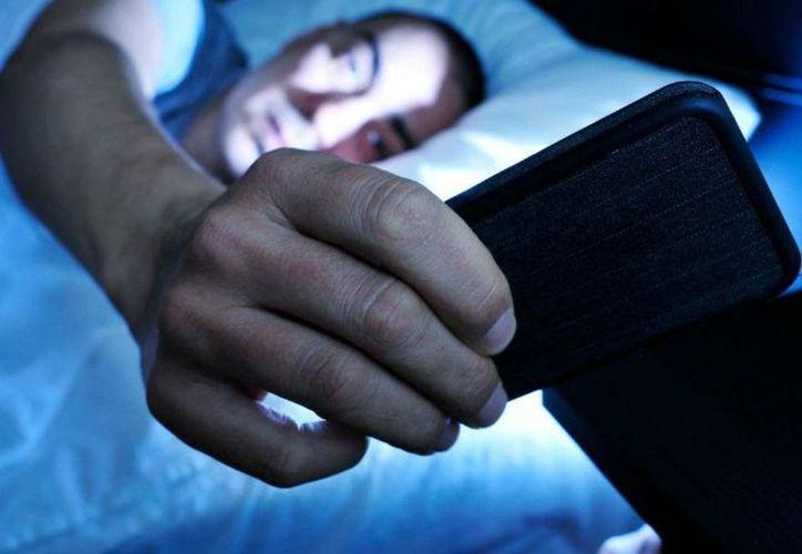 El Departamento de Salud de California (CDPH) advierte acerca de los peligros por exponerse a la radiación de celulares. (SIPSE)