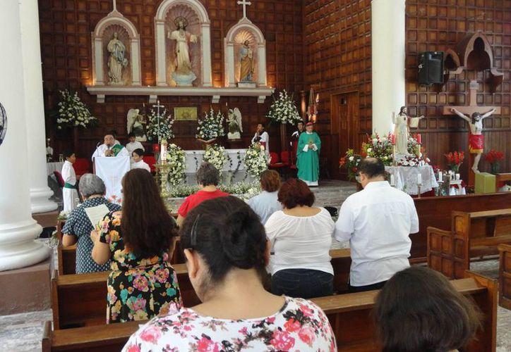La iglesia católica pide a los candidatos es que tengan el perfil de un buen gobernador para sacar adelante a su pueblo. (Harold Alcocer/SIPSE)