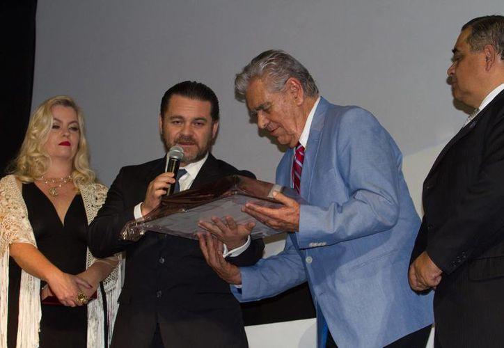 El actor Eric del Castillo fue homenajeado en el marco del inicio del Festival Internacional de Cine Guanajuato (GIFF). (Notimex)
