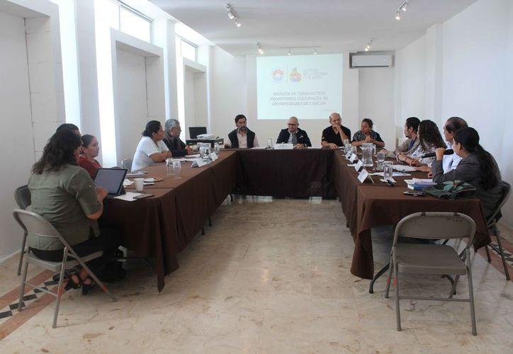 Se reunieron los directivos del Instituto de la Cultura y las Artes y algunos de los coordinadores de arte y cultura de las universidades. (Faride Cetina/SIPSE)