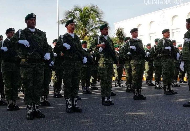 Militares asistieron al desfile que se lleva a cabo en Cancún. (Fernanda Duque/ SIPSE)
