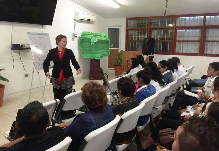 Los profesores otorgarán la materia de inglés en las escuelas normales de Chetumal, Bacalar, Carrillo Puerto y Cancún. (Joel Zamora/SIPSE)