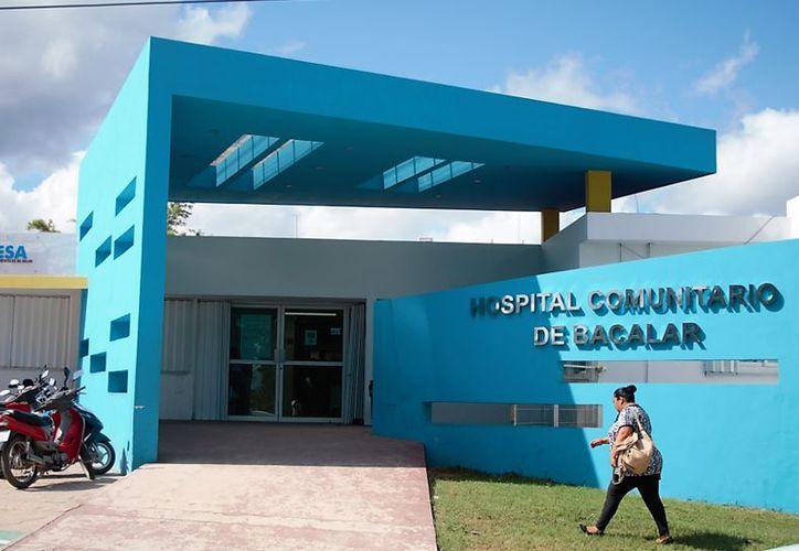 Una mujer con un embarazo avanzado y con dolores en el vientre no fue atendida en el Hospital Comunitario de Bacalar debido a que no tenía cita.  (Javier Ortiz/SIPSE)